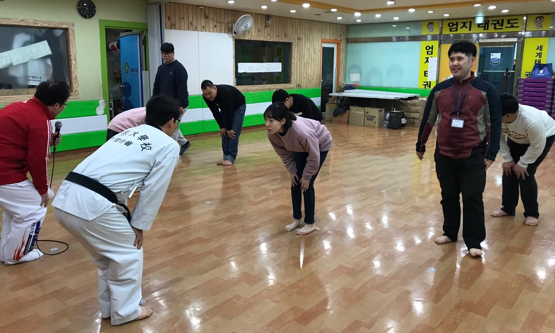 태권도장에 방문한 교육생들의 모습
