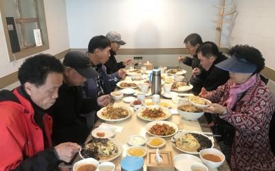 다양한 중화요리를 식사하며 사진 한 컷~!